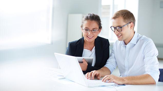 two business people - Odontocon e o Gerente de Relacionamento